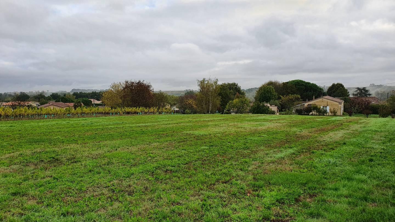 Photo 2 : Terrain constructible à St-Martin-de-Laye (33910)