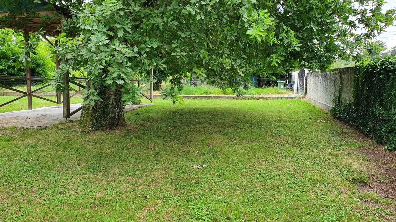 Photo 2 : Terrain constructible à Villegouge (33141)