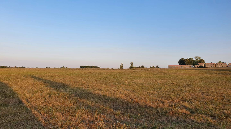 Photo 2 : Terrain constructible à Savignac-de-l'Isle (33910)